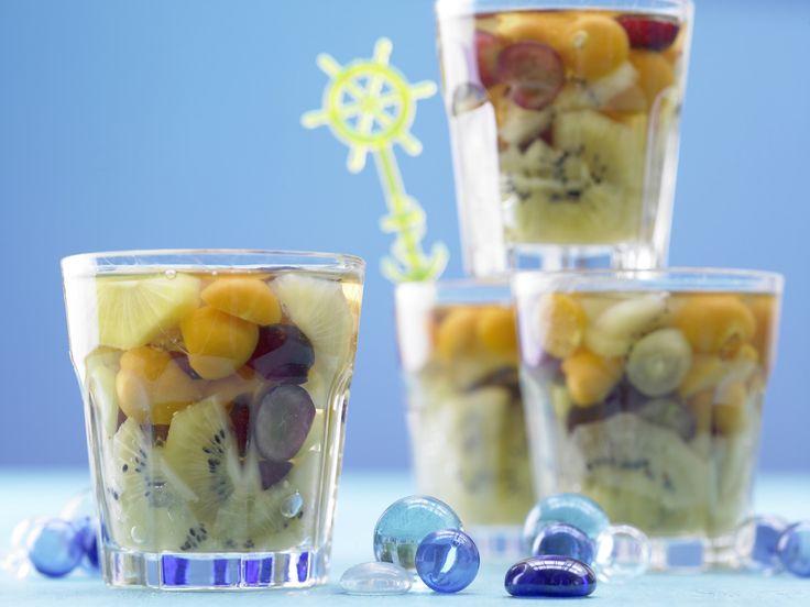 Früchtegelee »Aquarium« - mit Kiwis und Trauben - smarter - Kalorien: 137 Kcal - Zeit: 30 Min. | eatsmarter.de Dieses Dessert schmeckt Groß und Klein.