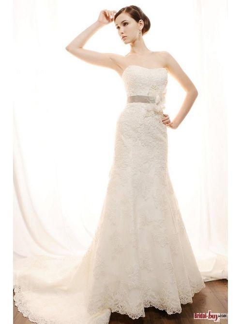 Popular Design! Column Strapless Appliques Elegant Lace Wedding Dresses with Ribbon