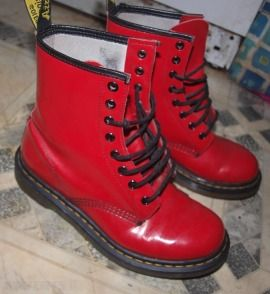 Looove these red doc martin boots☻