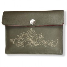 Soft, gorgeous smelling Kindle leather cover named Deer Mouse, handcrafted in Munich from genuine bio cowhide.