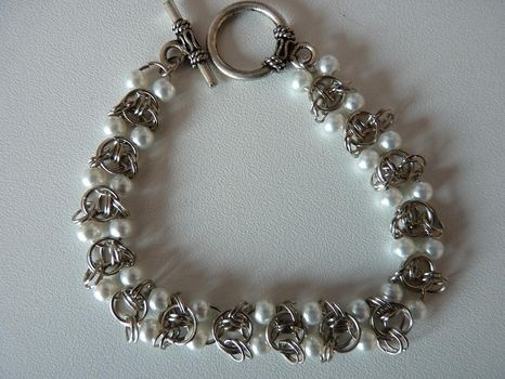 Chainmaille & Pearl Bracelet Tutorial