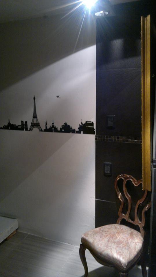 Lujo en este baño, obra del Diseñador de Interiores Pablo García. Sisal Grafite  Stelton Negro Pastillas de vidrio Titanium Pincel Negro (cod.780) Diseñador de Interiores Pablo Garcia Cel. 099614964