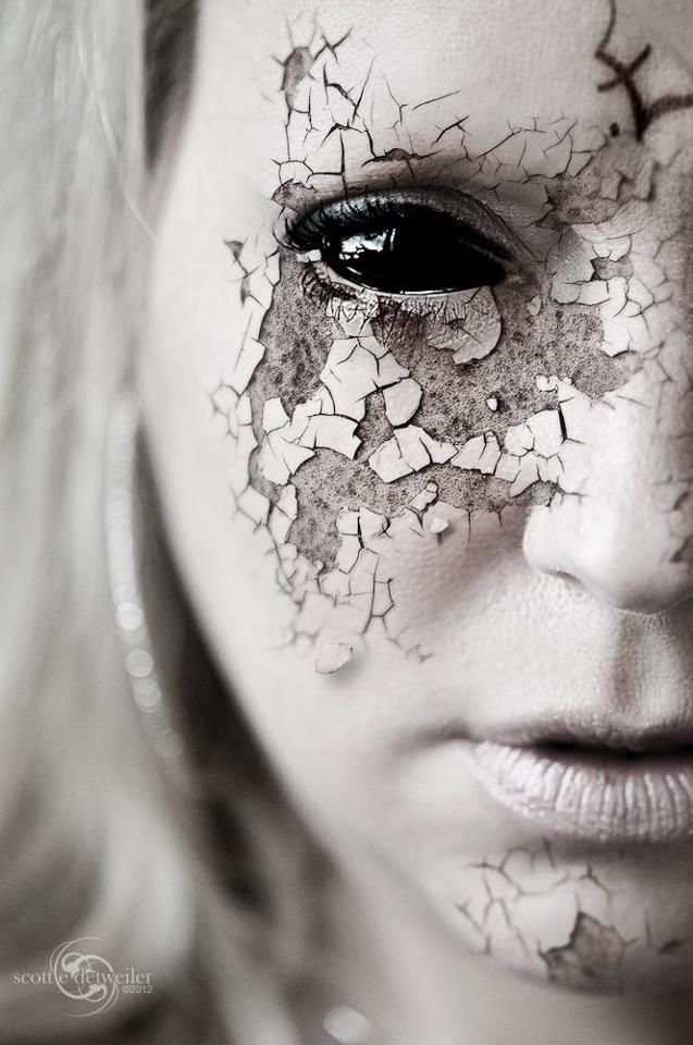 We love the texture in this crackle Halloween look. Transform yourself into a broken china doll this Halloween and try creating a similar effect.