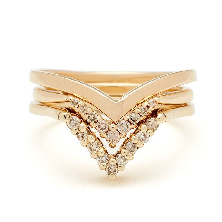 In perfect harmony, the sweeping V-shaped Orbit and Chevron bands are paired together in both diamond dusted and plain set in classic yellow gold. Details Orbi