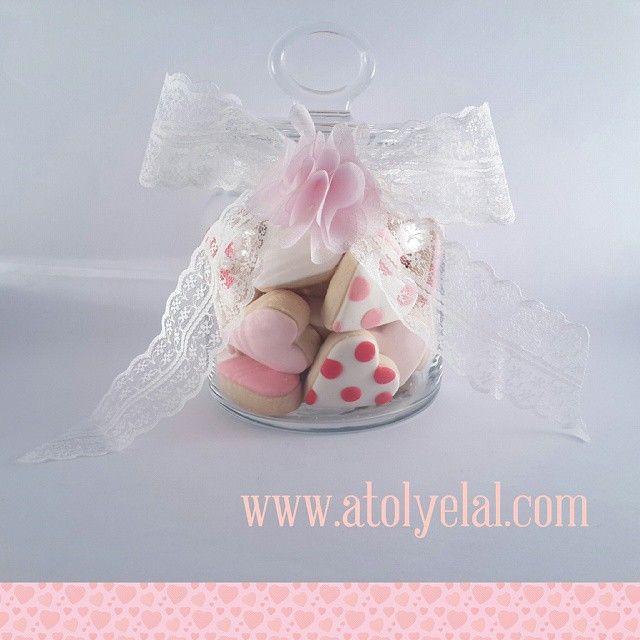 Sipariş için www.atolyelal.com web sayfamızı ziyaret edebilir, siparis@atolyelal.com adresine mail atabilir veya 0532 786 43 20 numaralı telefondan bize ulaşabilrsiniz. #atolyelal #atölyelal #aşk #sevgililergünü #kurabiye #butiktasarım #hediye #hediyelikeşya #düğün #kına #nikah #nikahşekeri #nişan