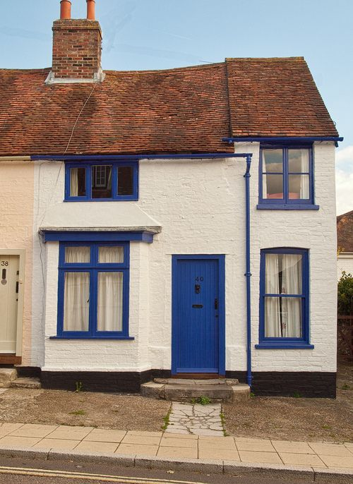 A pretty cottage in South Street, Emsworth (by Anguskirk)