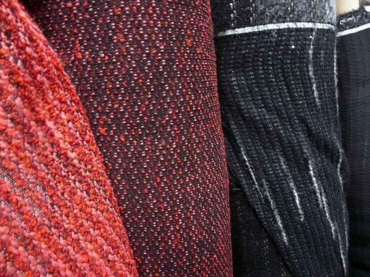 Большое поступление теплых пальтовых и костюмных итальянских тканей и трикотажей. А так же шерстяные ткани от Эрмано Шервино (Scervino). Цены от 620 руб/м. В продаже в залах 2 и 3.