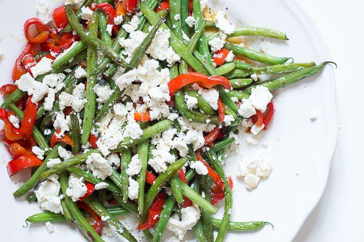 Smørstegte grønne bønner med peberfrugt, hvidløg og feta