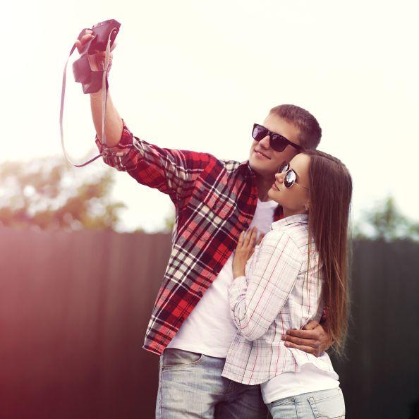 [写真] 彼氏はアクセサリー? SNSにラブラブ投稿するカップルがすぐ別れる理由(LAURIER(ローリエ)) - エキサイトニュース