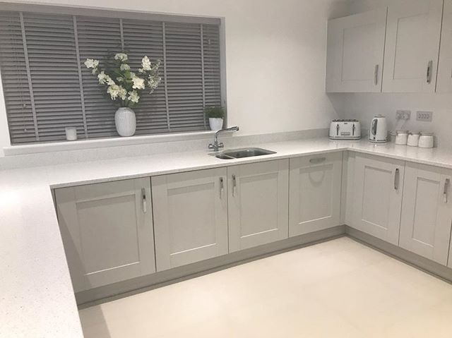 WEBSTA @house2home_16 I get so many comments asking about this kitchen who makes it... it's the platinum cranbrook kitchen in symphony. Worktops are silestone, Flooring is from ctdtiles and blinds are from blinds2go.