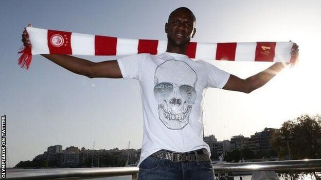 Eric Abidal leaves Monaco for Olympiakos  Left-back Eric Abidal has joined Olympiakos - two days after he signed a new one-year contract with Monaco.