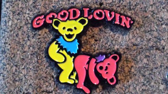 Grateful Dead - Good lovin' dancing bears pin.