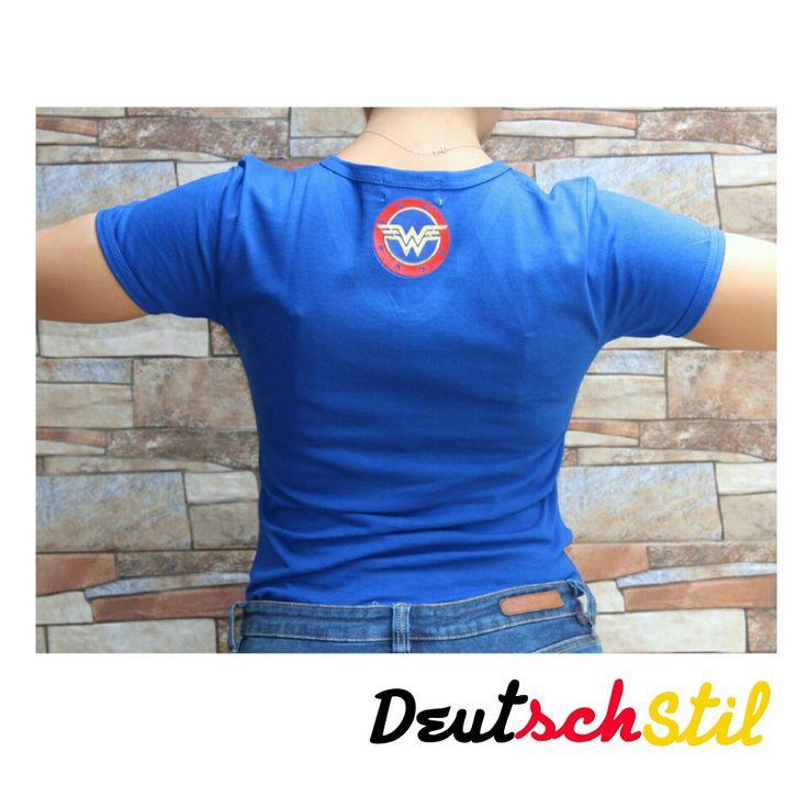 Camiseta marca DeutschStil Wonder Woman en cuello V. Ventas al mayor y al detal en Colombia. Whatsapp 3102208634