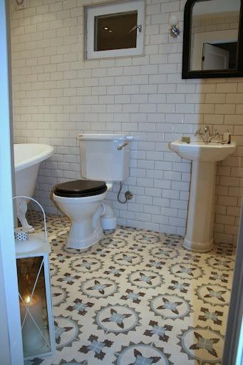 Har sett på fliser fra marrakeshdesign.se og http://historiske.no/.