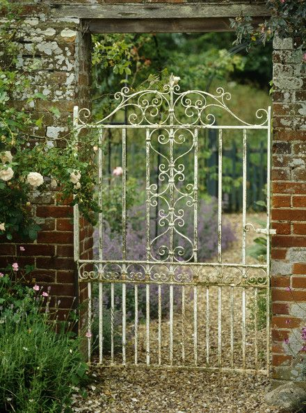 Vintage Wrought Iron Garden Gate so pretty... And may keep Ruby dog and Archie contained!