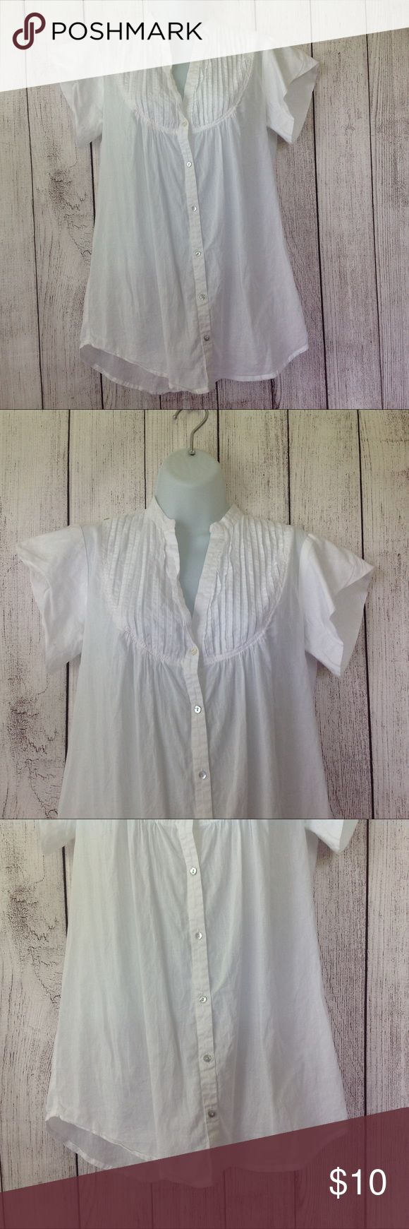 """Forever 21 Button Down Casual Blouse Maker: Forever 21 ♥ Material: Cotton ♥ Color: White ♥ Measured Size: Pit to pit- 22"""" Pit to cuff- n.a Shoulder to waist- 29""""  ♥ Tag Size:  M ♥ PLEASE CHECK YOUR ACTUAL MEASUREMENTS TO MAKE SURE IT IS THE RIGHT SIZE! THANKS!  ♥ Condition: Great used Condition  ♥ Item #: (office use only) A  Follow us for coupon codes!  INSTAGRAM-thehausofvintage1984 Twitter- @hov1984 Facebook- Intergalactic Haus of Vintage 1984 Forever 21 Tops Button Down Shirts"""