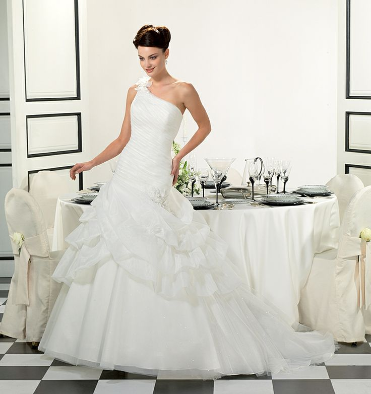 Cool Gorgeous Beautiful White One Shoulder Fold Sweep Train Wedding Dresses Pleat Organza Ball Gown White Graceful