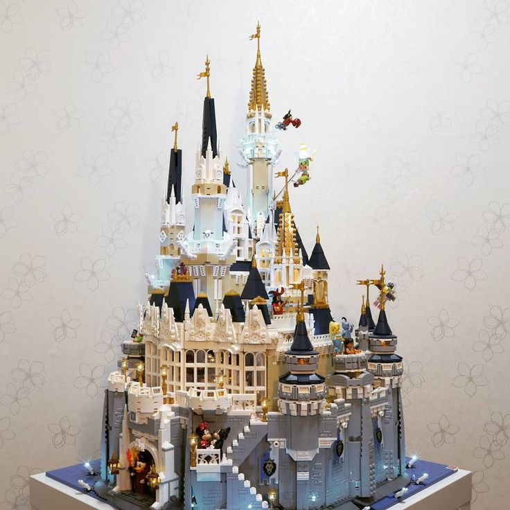 """Lego Disney Castle 360""  10,000 bricks, 150 LEDs, 3 months  #레고 #레고스타그램  #lego #legostagram #legoled #afol #legolight #legolights #legolighting #bricks #brick #brickstagram #lighting #lightart #disney #disneycastle #disneyland #disneylego #71040 #hobby #kidult #lug #led #2017 #brickcentral #cinderella #cinderellascastle #love"