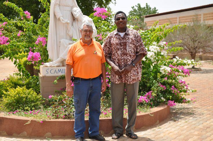 Roberto Veglia con padre Bernard Nana. St. Camille, Nanoro, Burkina Faso.