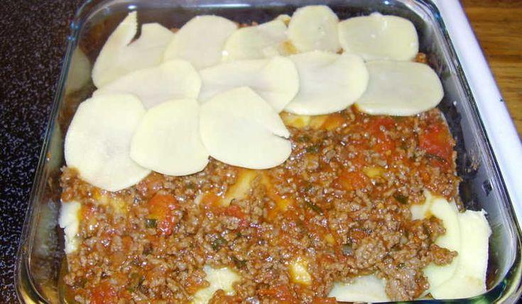 Köttfärs och potatis i samma form - perfekt vardagsgratäng som kan förberedas helt och bara värmas.