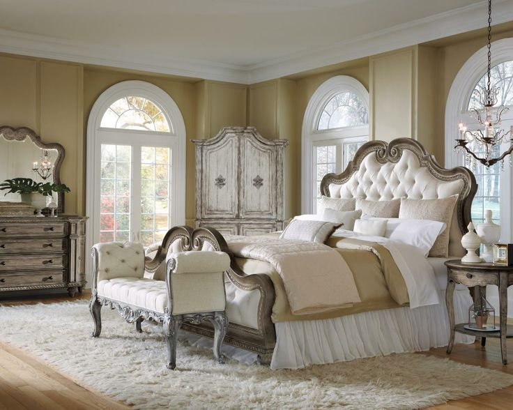 Pulaski Furniture | Accentrics | Curios, Bedroom, Dining Furniture | Home  Meridian