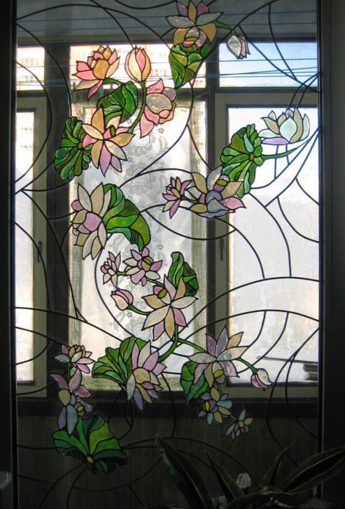 имитациооный витраж, материалы для витража, витраж своими руками, дизайн интерьера, изготовление витражей, цветы на стекле, цветочный орнамент, цветное стекло, декорирование окна, узорное стекло, современный витраж