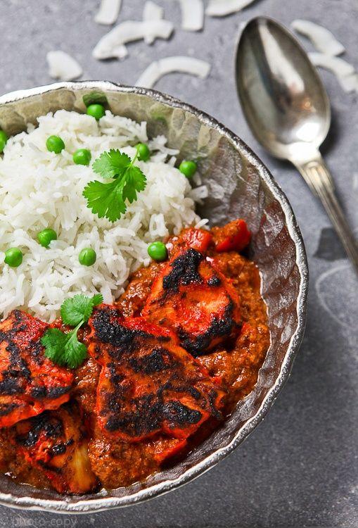 Kip Tandoori is een kip gerecht wat eigenlijk iedereen wel lust. Wat ik alleen jammer vind, is dat de meeste mensen kiezen om dit gerecht klaar te maken met pakjes en zakjes. Zelf maken is zoveel gezonder, maar het belangrijkste...het is zoveel veel lekkerder en echt niet moeilijk.