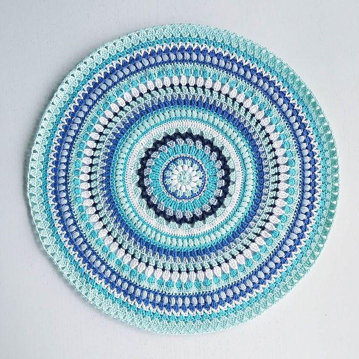 43 cm nu börjar det gå lite långsammare! Nackdelen med att virka runt... i början går det så fort sedan tar varje varv längre och längre tid... #virka #virkad #virkat #virkade #virkning #virkadmandala #färgglatt #virkadduk #crochet #crochetmandala #crochetdoily #hekle #heklet #järbogarn by virrkpannan