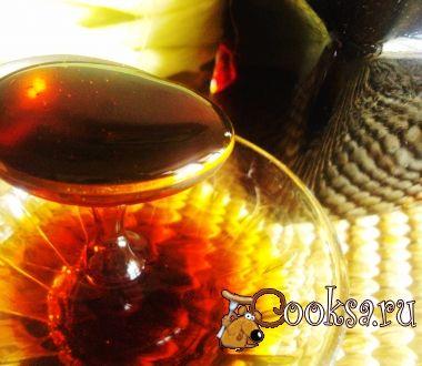 Кукурузный сироп       Кукуруза  (2-3 початка)  — 650 г;     Вода — 1,5 л;     Сахар — 1 кг;     Соль — 2 ч.л.;     Лимонный сок — 3 ст.л.;     Ванилин  (8-10 г)  — 1 пакет.;