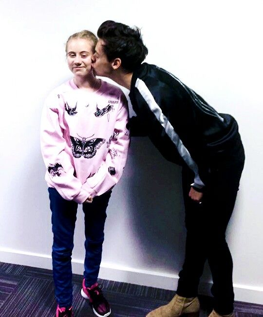 Freya Lewis With Harry 30 08 17 Hey She Is Wearing The border=