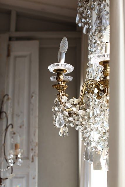 crystal light: Antiques Chand, Decor, Lights, Dreamy White, Crystals Chandelier, Shabby Chic, Chandeliers, Wall Sconces, Glasses Chand