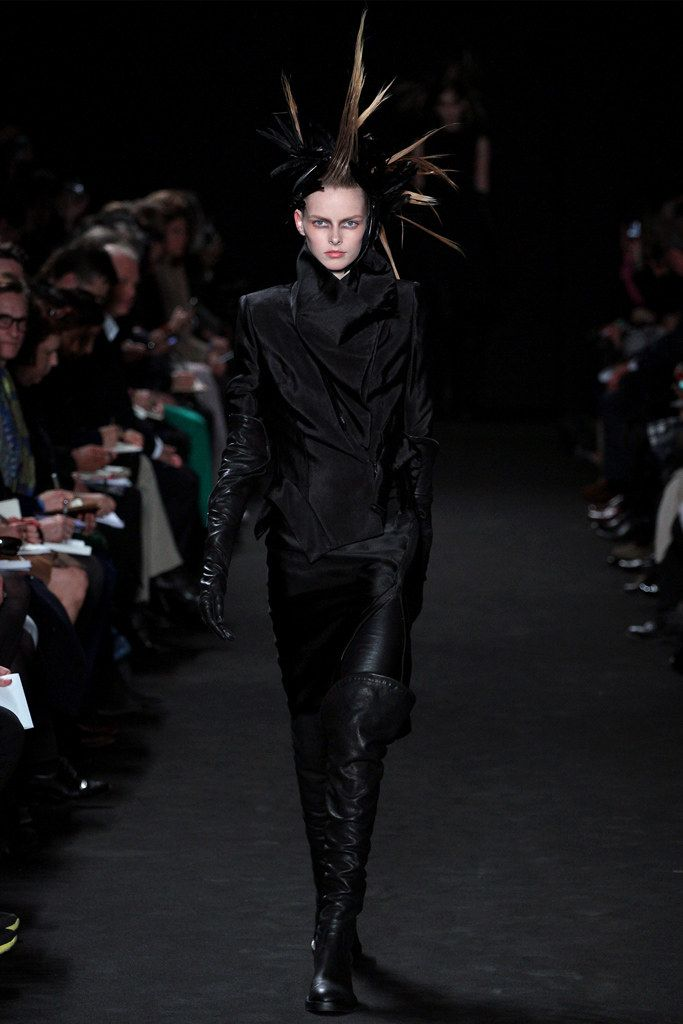 See the complete Ann Demeulemeester Fall 2012 Ready-to-Wear collection.