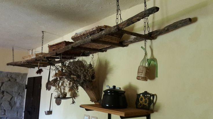 I found this old ladder in the fields and when I renovated the house I decided it could be an original shelf in one of the apartment for guests...!