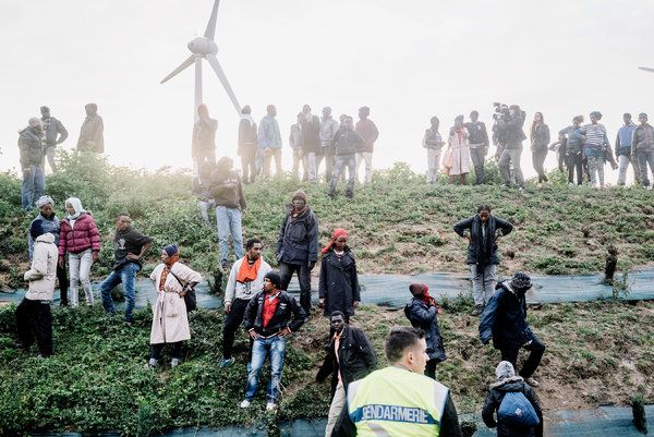 Migrants in Calais Desperately Rush the Channel Tunnel to England, Night After Night - The New York Times