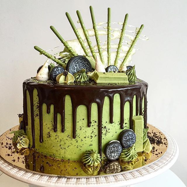 Scrumptious Matcha cake with Matcha pocky, Oreo and Matcha Kit Kat #japaneasy #matcha
