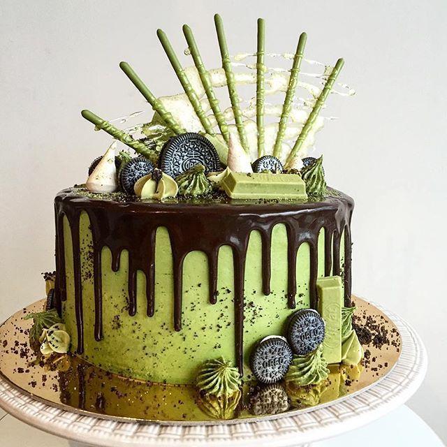 Scrumptious Matcha cake with Matcha pocky, Oreo and Matcha Kit Kat #japaneasy #matcha