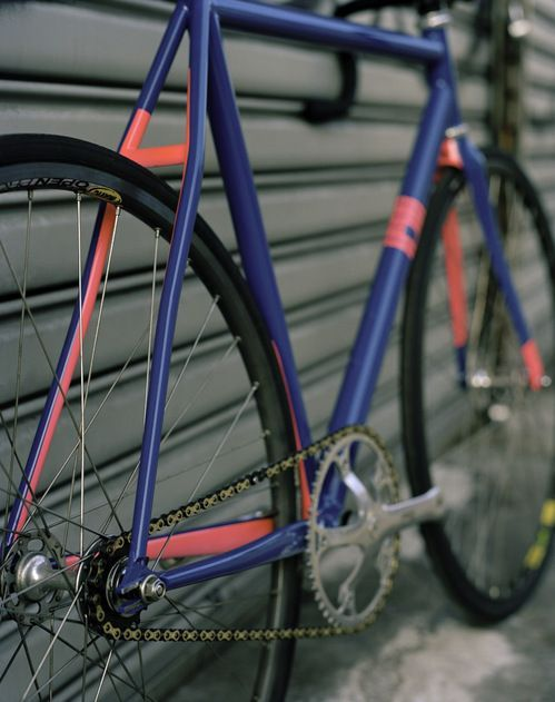 via We <3 Bicycles. Gonna paint my brothers bike like this but in b + w
