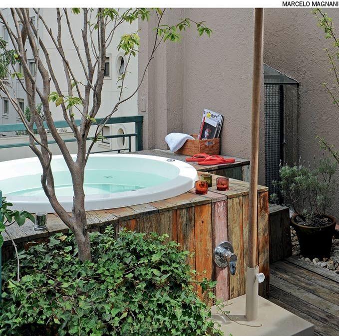 Plante espécies frutíferas e ervas aromáticas próximo ao ofurô e prepare seus banhos de imersão com folhas fresquinhas.