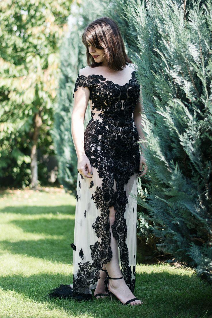 Rochie de seară, lungă, din tull și dantelă neagră, realizată la comandă, în Baia Mare.