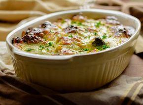 Broccoli och bacon tillsammans med en krämig sås och ett täcke av gratinerad ost är allas favorit! Ät den som huvudrätt eller ett tillbehör, välj själv