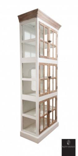 """Tøft og rustikt Avignon glasskabinett i en stilig fargekombinasjon! Skapet kombinerer moderne """"slitt hvitt"""" med tradisjonell og røff resirkulert alm.    Dette er skapet for deg som tiltrekkes av den rustikke stilen hvor ingen to møbler vil være like! Materialene som er benyttet er resirkulerte og vil kunne bære preg av sitt tidligere liv. Sprekker og skjevheter kan og vil oppstå og er en bevisst, naturlig og akseptert del av produktet!"""