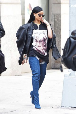24 of the baddest of bad gal looks, Rihanna style: Rhianna makes a graphic tee look cool by adding her special addition Manolo Blahnik boots.