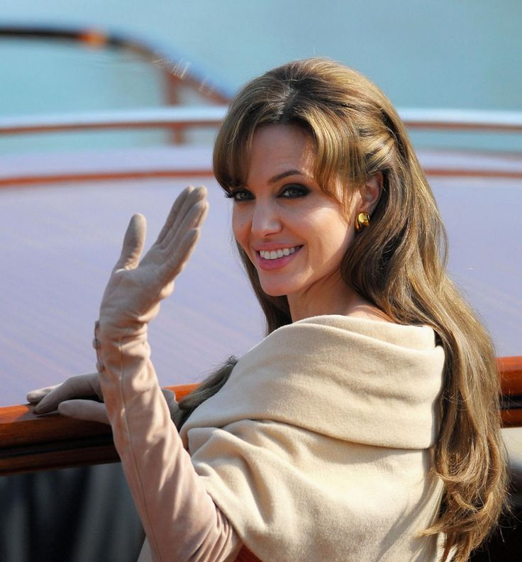 Angelina Jolie Frisuren Jolie Angelina Jolie Brunette Haare Angelina Jolie Aussehen Angelina Jo Angelina Jolie Hair The Tourist Angelina Jolie Angelina Jolie