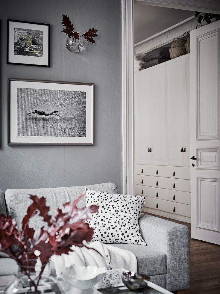 I like the combination of the cool grey walls with the warm wooden flooring in this apartment. The white linen bedding in the bedroom makes this room look very fresh and the natural Thonet dining chairs in the living room … Continue reading →