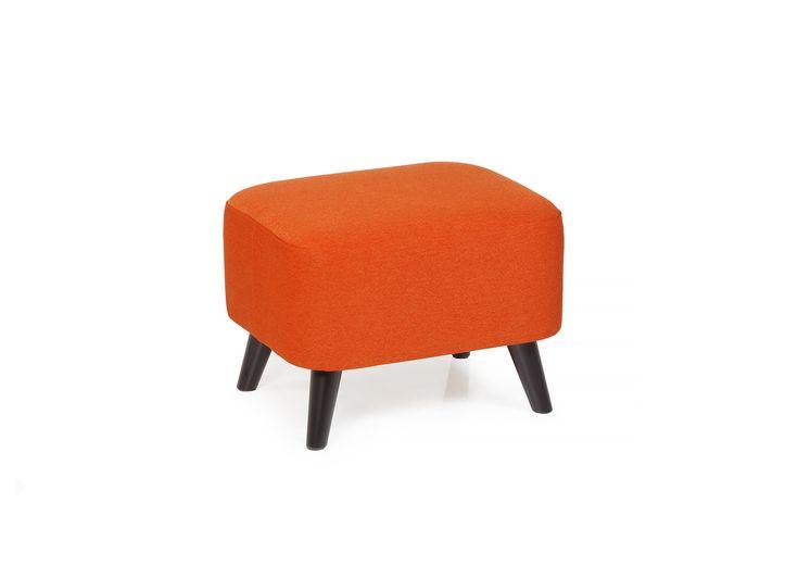 Boggie är en fin fotpall i retrostil som gärna kombineras med Boggie soffa eller fåtölj. Fotpallen kan även användas för sig själv som en extra sittplats där du behöver, den blir en läcker detalj i vilket rum den än placeras. Välj mellan ett antal färgkombinationer av färg på tyg och ben.