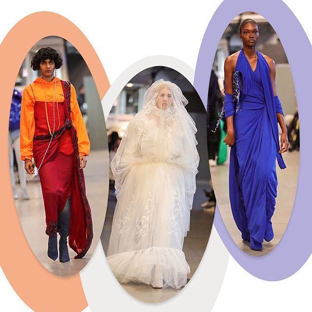 """A @vetements_official de Demna Gvasalia se apresenta no calendário de alta-costura com coleção focada em estereótipos sociais e moda fortemente influenciada pela cultura street mesmo quando o assunto são vestidos para a noite - desconstruídos e por vezes sobrepostos a blusões com capuz - e até o traje da noiva tradição dos desfiles de couture que em sua versão traz um par de calças e uma """"meia"""" saia longa apenas na parte da frente. (Via @barbaramigliori) #voguenacouture #moda #vetements  via…"""