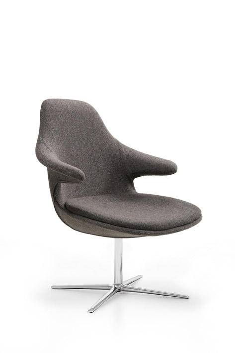 New concept, new upholstery and a new perspective. This is how the Loop Lounge has been revised. The continuity of the lines is revived in the softness of the clean shapes that give a feeling of comfort and perfect harmony. A wide range of colours and fabrics allows for unlimited customization: this chair can be easily placed in any environment, from the most elegant and refined to the most simple and informal.