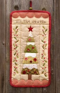 Sweet quilted wall hanging!  :)