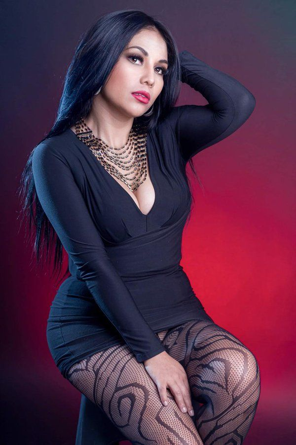 Alizee Sanzeth - Model page