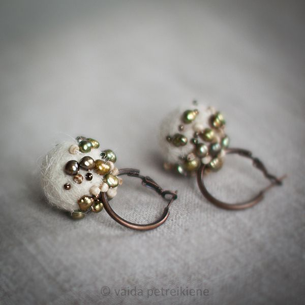 Earrings with Felt and Pearls -...